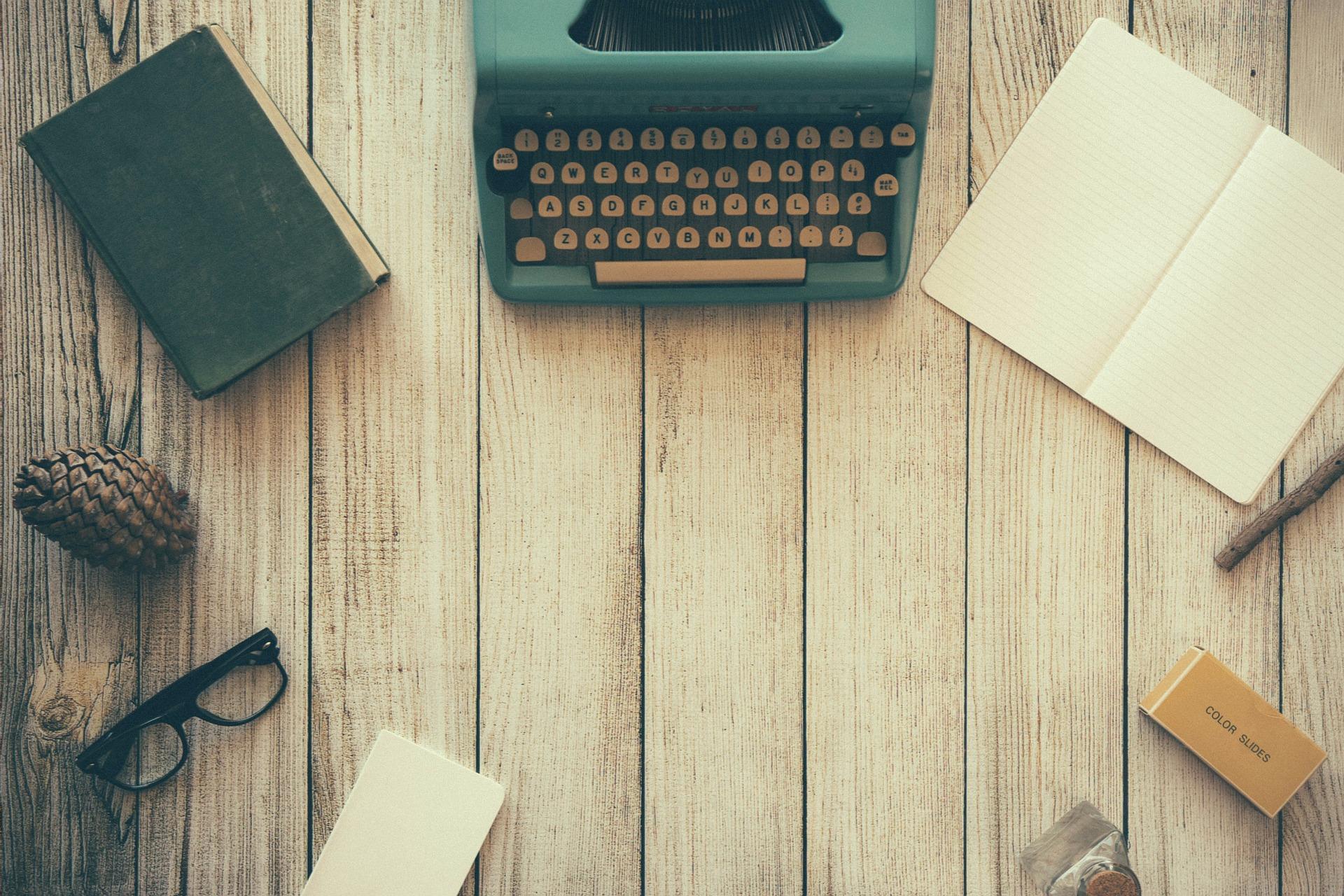 https://www.copycruncher.com/wp-content/uploads/2016/08/typewriter-801921_1920.jpg